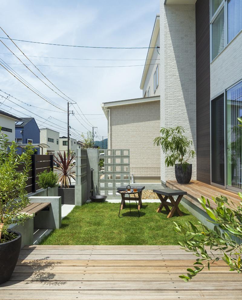 芝テラスのあるお庭
