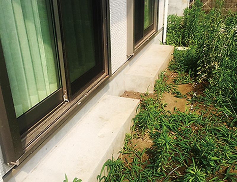 リガーデン前のお庭は、雑草が生い茂り、使いにくいスペースでした。