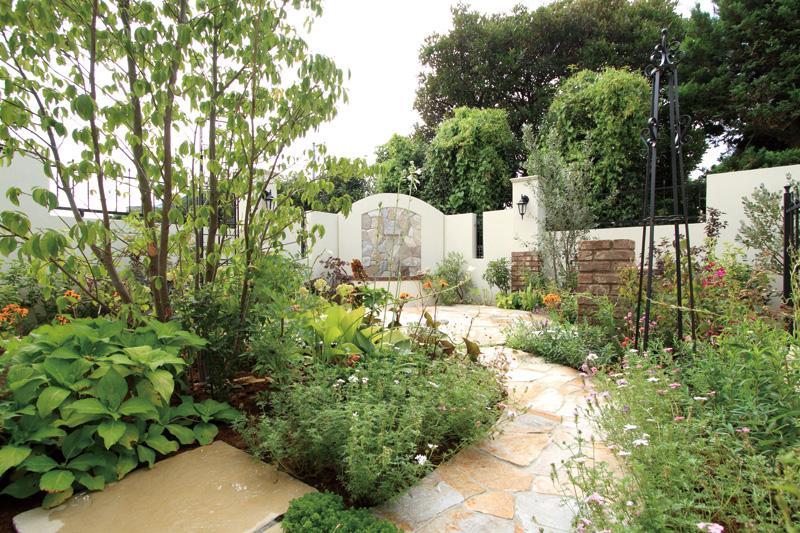 様々な植物が植えられたプライベート空間で過ごす、至福の時間。