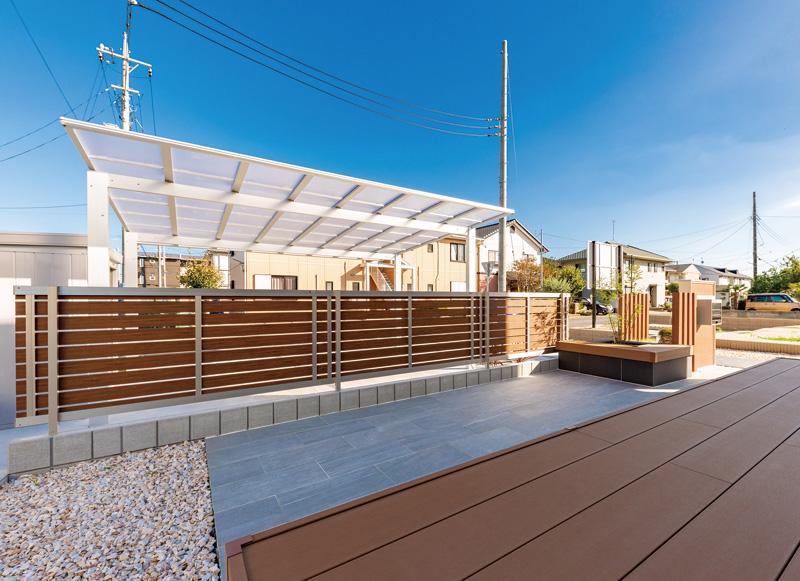 屋内からの眺め。空間をひろびろと感じるデザインに。