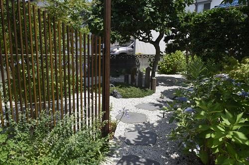 歩きたくなるお庭空間